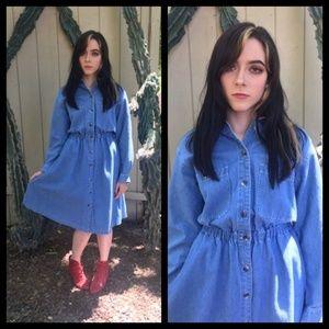 Beautiful Vtg 80s denim jean dress!
